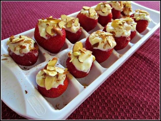 Barr & Table Strawberry Yogurt Bites Chobani Dannon Oikos Vanilla Greek Yogurt Banana Almonds Cinnamon