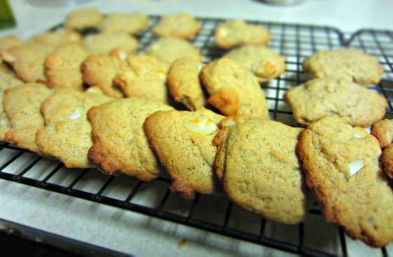 Healthy Happy Life Vegan White Chocolate Chip Macadamia Nut Cookies